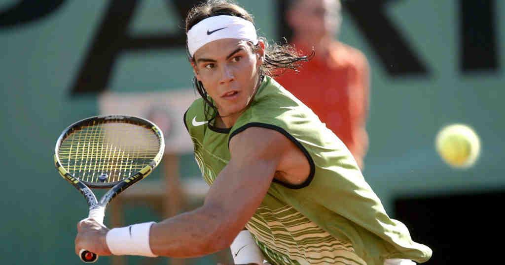 A un mois de Roland-Garros, Rafael Nadal est toujours là: le No 3 mondial a mis fin à la série de neuf victoires de Stefanos Tsitsipas, qu'il a battu en finale à Barcelone 6-4, 6-7 (8/6), 7-5, s'imposant pour la 12e fois sur la terre battue catalane.