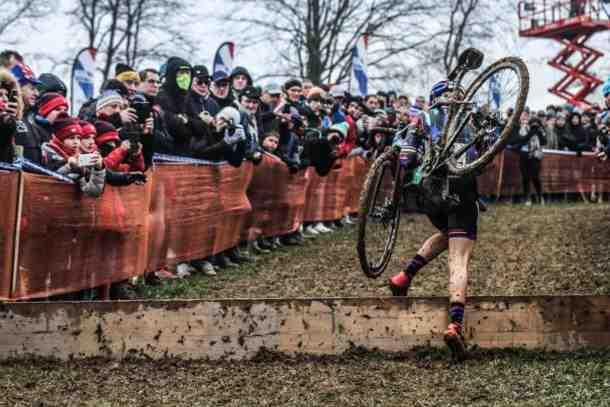 Disqualifié du Tour des Flandres dimanche pour avoir jeté un bidon dans une zone interdite, le Lucernois déplore cette décision qu'il juge contraire à l'esprit de son sport.