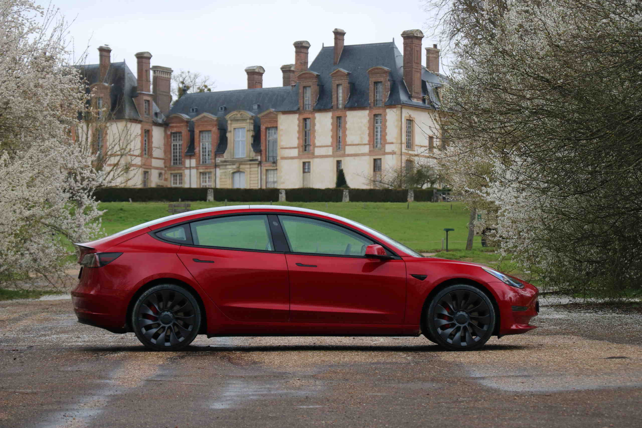 """Le point faible: un """"univers Tesla"""" à apprivoiser"""