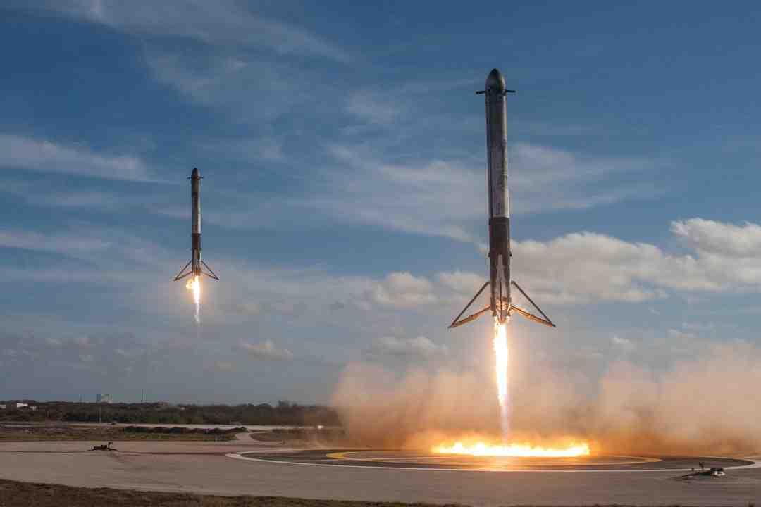 Plusieurs États américains ont observé, dans la nuit du jeudi 25 mars, des lumières tombant du ciel à grande vitesse. Il semblerait qu'il s'agisse de débris d'une fusée de SpaceX revenant dans l'atmosphère, selon les scientifiques américains.