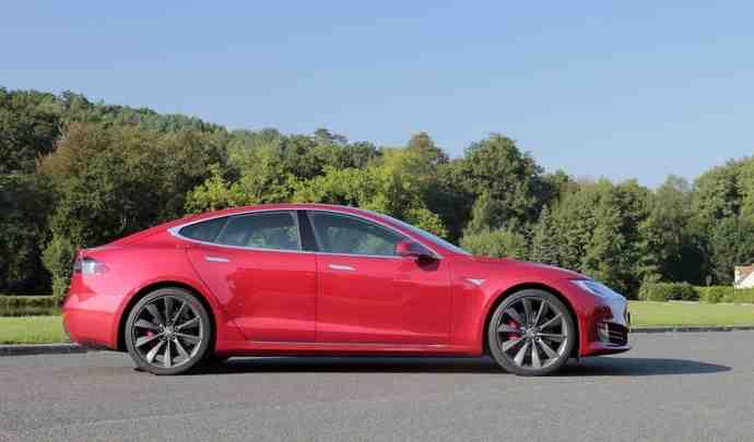Tesla refuse de rembourser les clients facturés en double