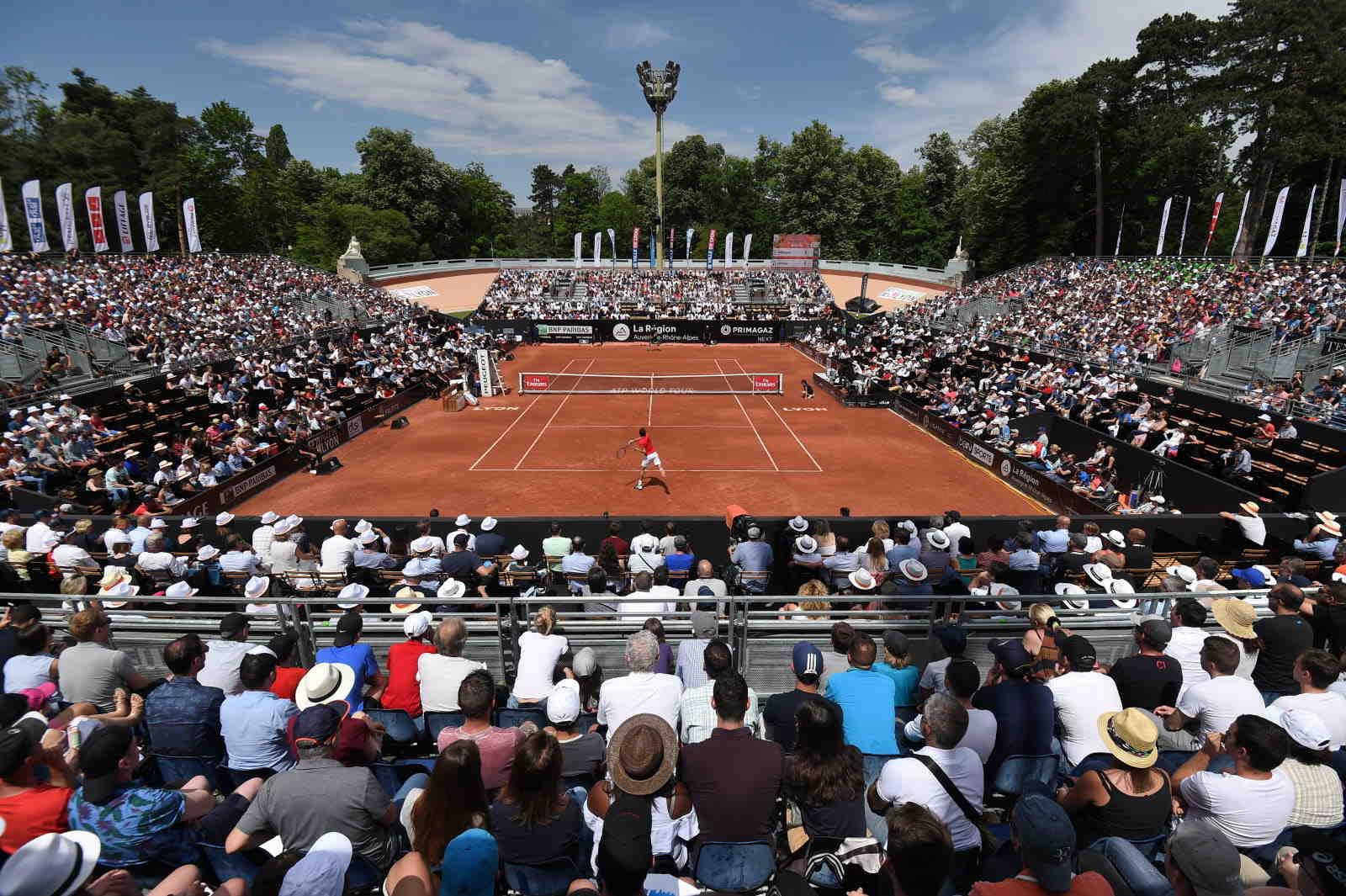 Ce mercredi, le tournoi de tennis de Lyon accueillait du public pour la première fois. Près de 500 spectateurs ont assisté à cette journée malgré le temps peu clément.