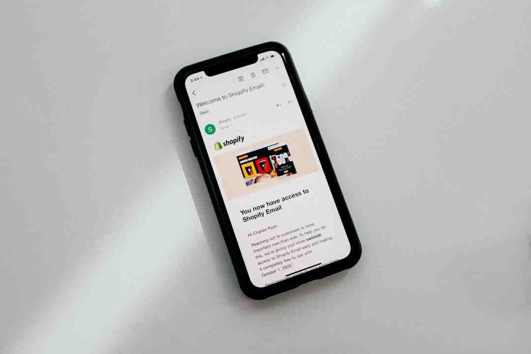 Comment configurer le serveur d'envoi sur iPhone ?