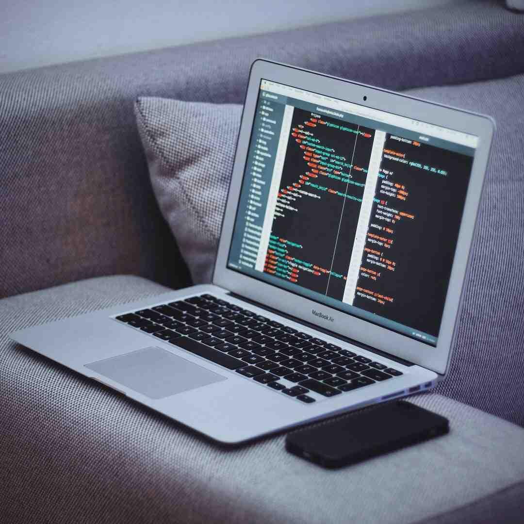 Comment créer une page HTML simple ?