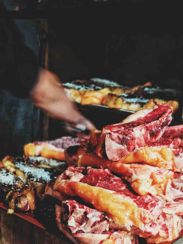 Comment cuire de la viande sur la grille du four ?