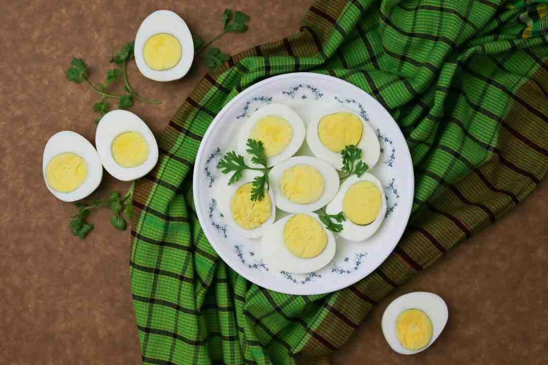 Comment enlever facilement la coquille des œufs durs ?