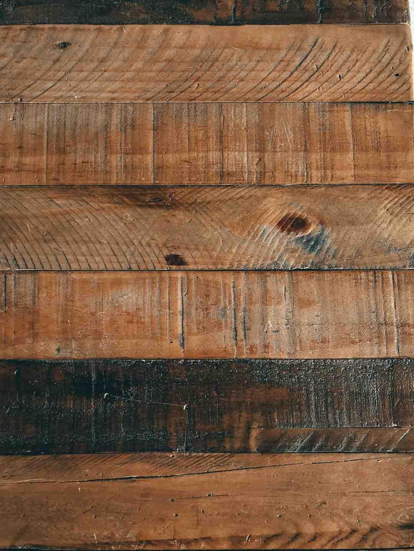 Quand fendre le bois de pin ?