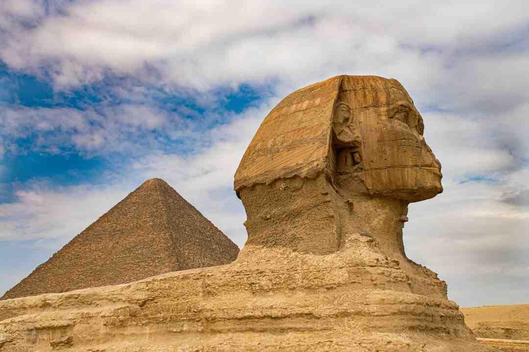 Qui ont construit les pyramides ?