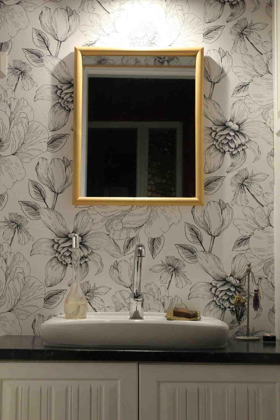 Comment accrocher mon miroir au mur ?