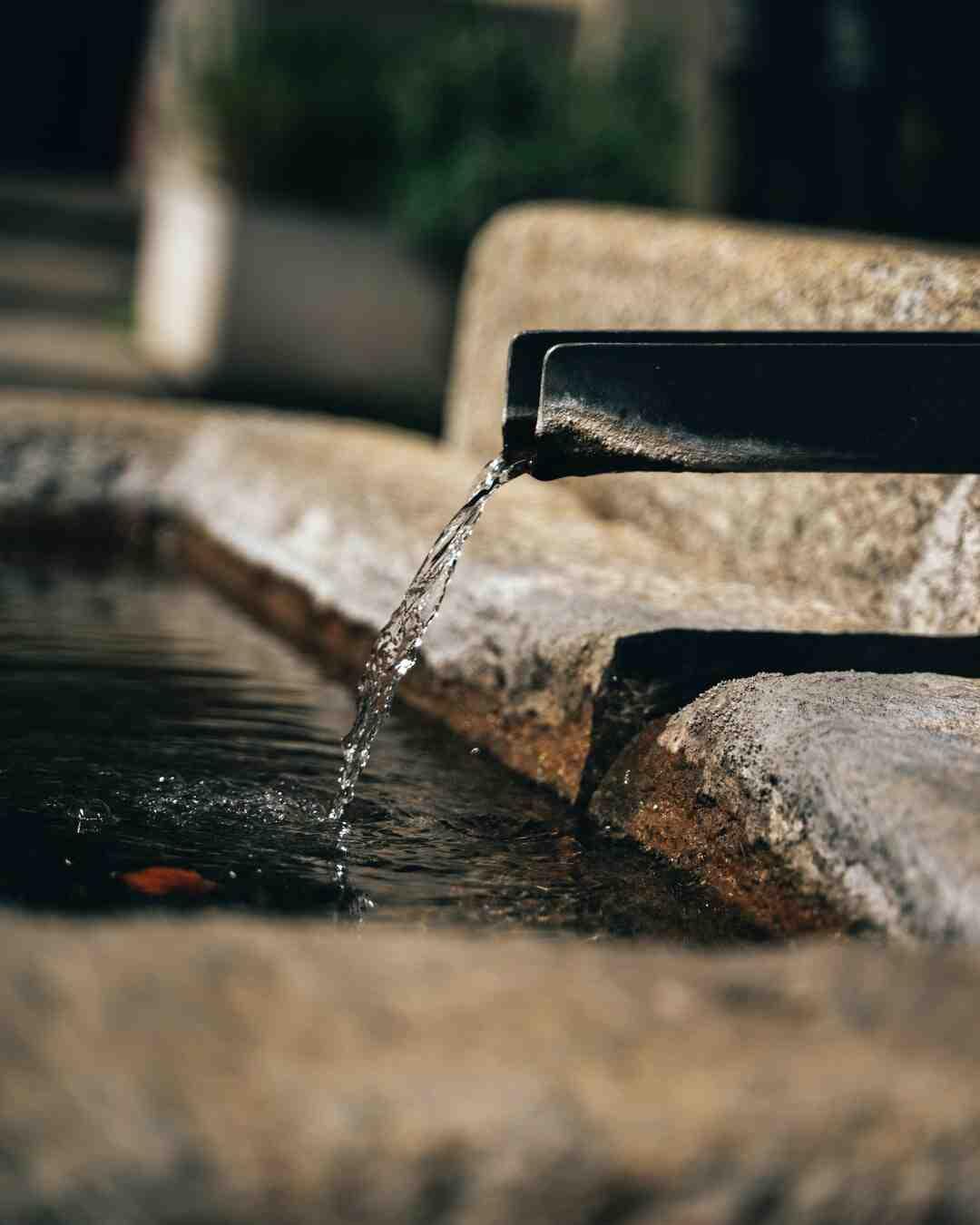 Comment faire circuler de l'eau sans pompe ?