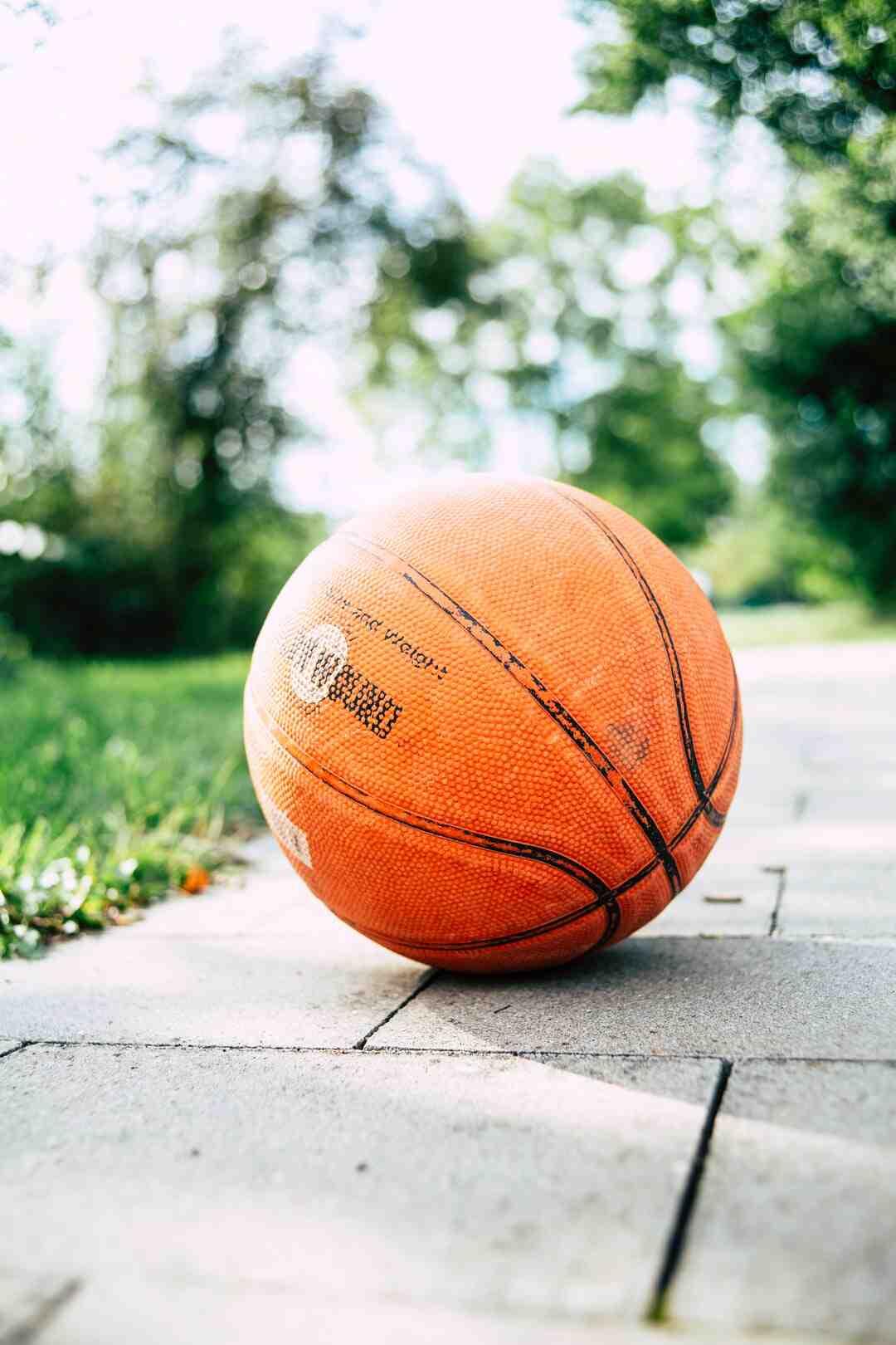 Comment jouer au basket quand on est petit ?