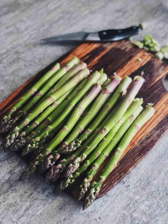 Quelle différence entre asperges blanches et vertes ?