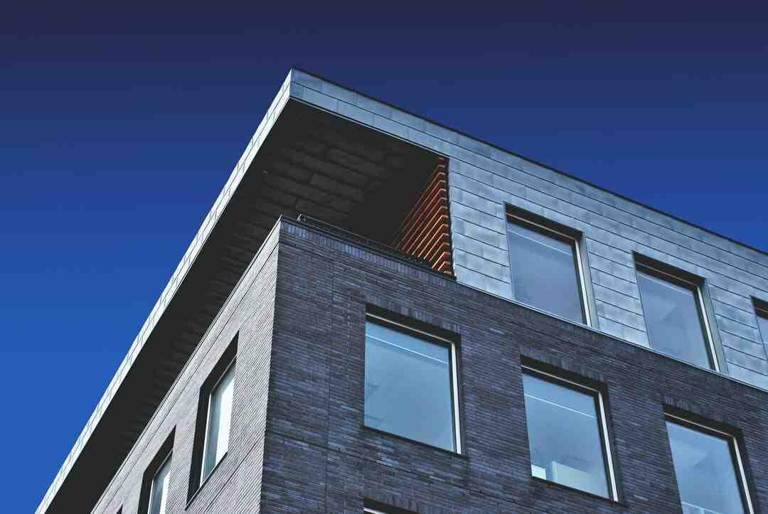 Qui prévenir après vente de sa maison ?