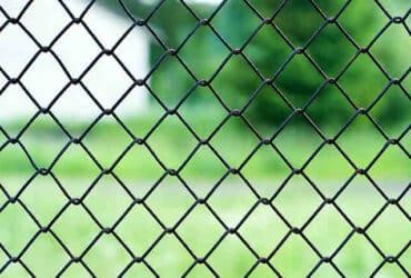 Comment  Poser une clôture grillagée