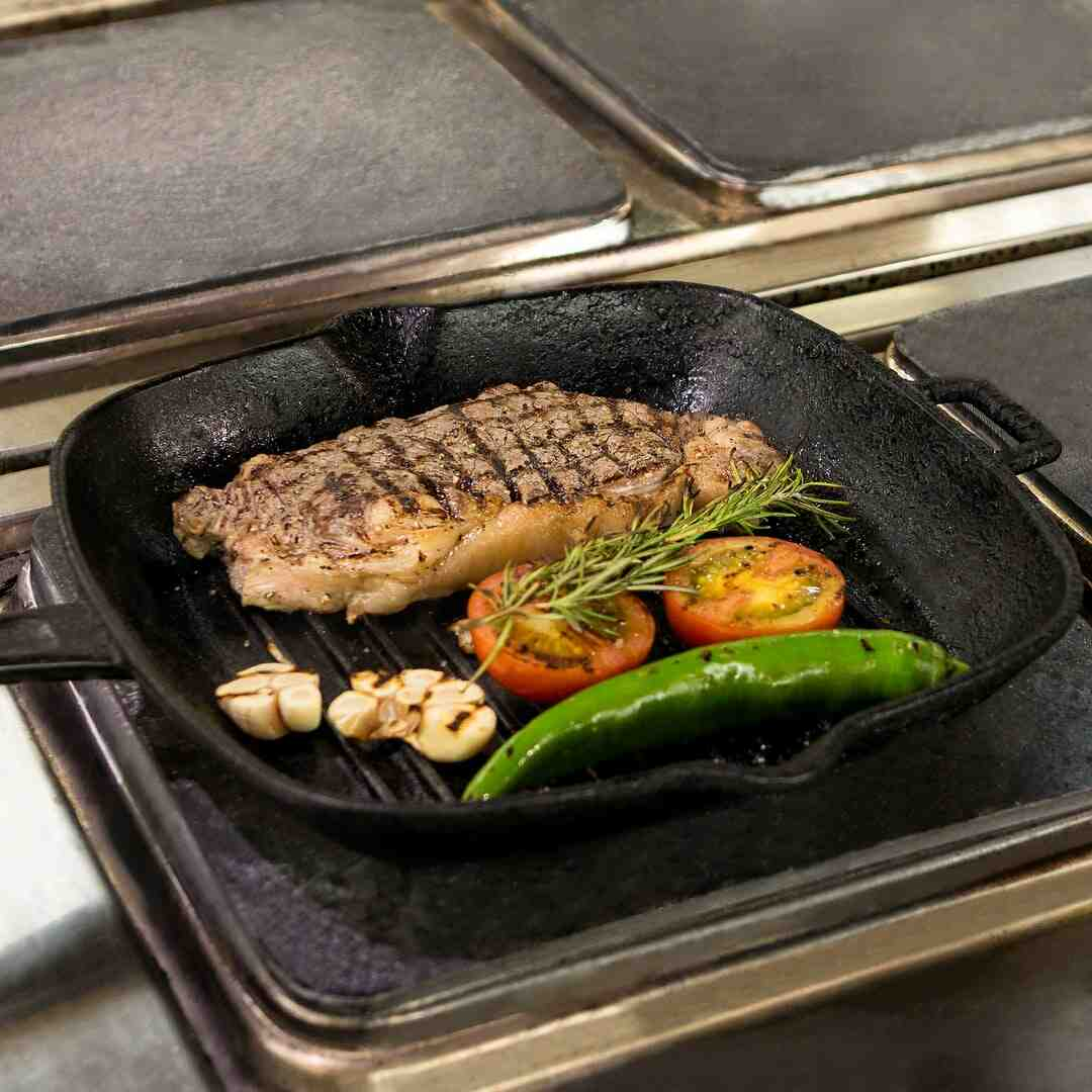 Comment faire cuire une viande rouge à la poêle ?