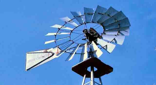 Comment faire tourner les ailes d'un moulin de jardin ?